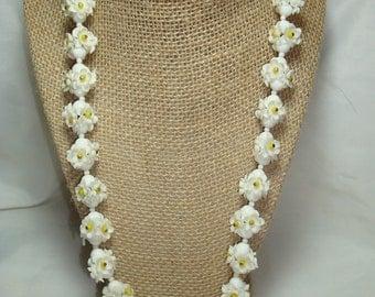 1960s White Daisy Like Beaded Necklace.