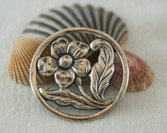 Vintage Sterling Silver Large Flower in Circle Flora Motif Brooch Pin  .....6179