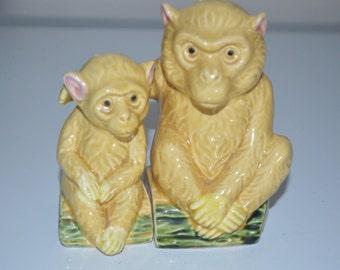 ADORABLE hugging salt and pepper monkey shakers - vintage large animal huggers - Japan