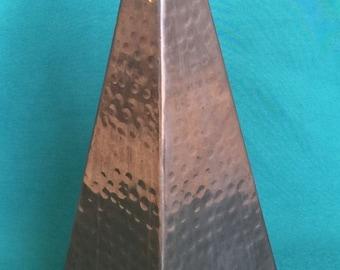 Antique Vintage Hammered Copper Obelisk Sculpture French Art Deco Moderne Objet d'art Mid Century Hollywood Regency