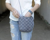 small canvas day bag. cross body bag. canvas pouch. canvas bag. geometric bag with faux leather handle and zipper