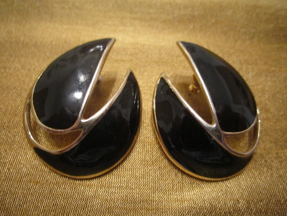 Vintage Trifari Black Enamel on Goldtone Pierced Earrings
