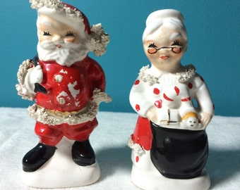 Japan Napco Santa Mrs Claus Salt and Pepper Christmas Kitchen Table Shelf Decor Vintage Decorations