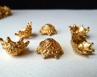 Fancy Bead Caps, Bead Crowns, Bead Cups  - 14x8mm - Strong Sturdy Vintage Gold Plated / Gold Lacquered - Qty 6 pcs