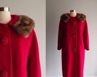 1950s Red Wool Coat with Mink Fur Collar & bracelet length sleeves M/L
