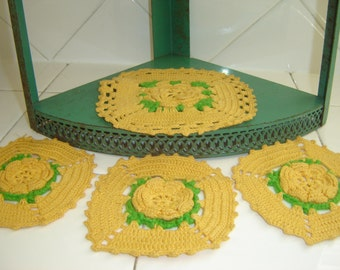 Vintage Hand Crocheted Pot Holders ~ Kitchen Accessory ~ Hot Pads ~ Set of 4 ~ Orange and Green