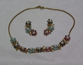 Weiss faux turquoise pearl beads with red and sapphire rhinestone petals gold tone leaves necklace and clip earrings