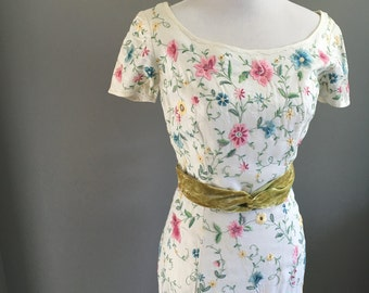 Small 60s embroidered wiggle dress