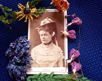 Cdv Antique Photo -  Beautiful  Woman - Flowered Straw Hat - Rose