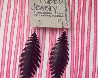 Black sophisticated leaf earrings made of bicycle innertubes