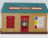 Vintage Train station HO building with train sounds Christmas music New Bright plastic village scale