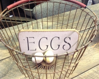 Round wire EGG Basket~EASTER BASKET~Wire basket~rusty patina-rubber covered handle
