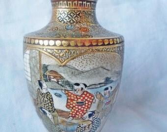 """Antique Japanese small Satsuma 3-5/8"""" Vase Shimazu Crest mark Meiji Period"""