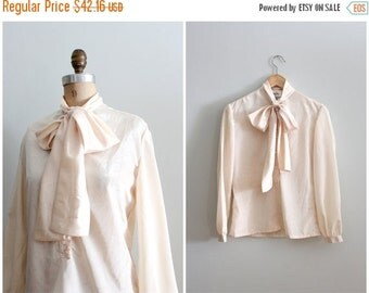 20% SALE candlelight cream foulard secretary blouse - silky pussy bow top / Laura Yang - 80s designer blouse / vintage cream blouse - new ol