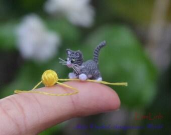 0.5 inch micro crochet grey-white kitten cat - dollhouse decor - micro amirugumi cat