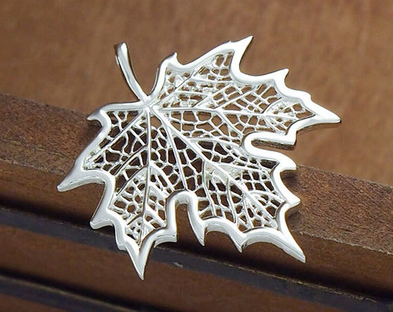 Of sterling silver maple leaf pendant mm