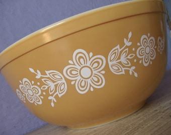 Vintage 1970's Pyrex Glass Mixing Bowl, 2 1/2 quart mixing bowl, Butterfly gold, Retro kitchen cookware, Glassware, Modern Mod Kitchen
