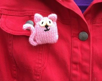 Pink Cat knitted brooch.