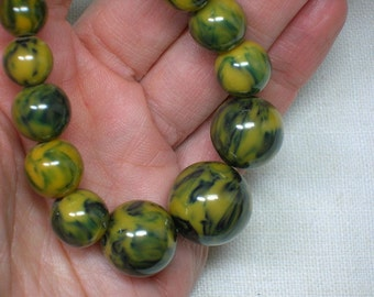 Bakelite Necklace, Graduated Spinach & Mustard Beads. Gold Plated Brass Clasp