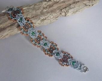 Micro macrame bracelet. Baroque style bracelet.