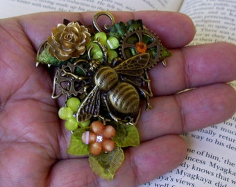 Elven Bumble Bee Brooch (P609) - Steampunk Pin - Copper Plated Bee - Brass Gears and Leaf Framework - Resin Florals - Velvet Ivy Leaves
