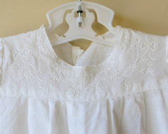 White Batiste Baby Dress Embroidered Bodice Bows Flowers 12 to 18 Months 806a
