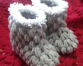 UNISEX booties - boys booties- winter shoes- winter booties- crochet booties - beige booties - brown booties - white and beige -