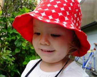Reversible Tulip Hat, Size 52 (4 Y - 5 Y),Red dots,