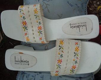 Vintage 1970s Luichiny of Spain Wooden fancy Geisha Style Sandals White size 9 by KitKatCabaret on Etsy