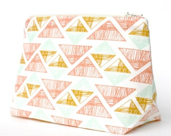 Makeup Bag in Pastel Arrowhead Southwestern Mojave Triangle Graphic Print