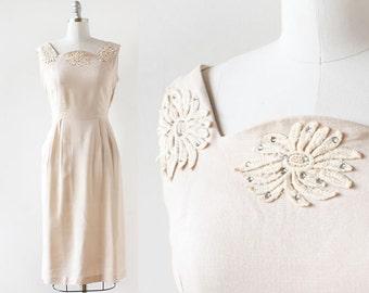 """Linen and Appliqué Dress with Pockets / 1940s Oatmeal Linen Dress / 1940s Wiggle Straight Skirt Dress / Medium Large 30"""" Waist"""