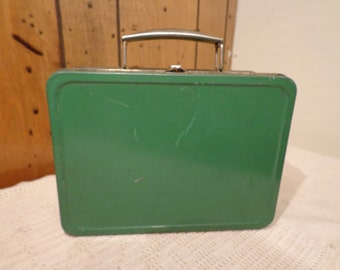 Vintage Tin Rusty Green Lunch Box