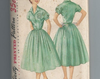 Vintage 1950s Dress Sewing Pattern Bust 31.5 Simplicity 1700 Day Dress Full Skirt