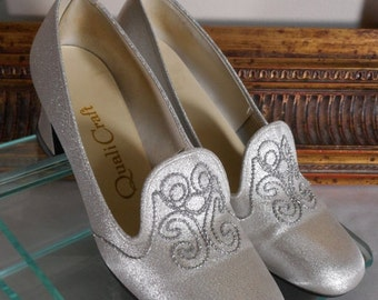 30% OFF SUMMER SALE - - Vintage 1970's QualiCraft Silver Metallic Evening Pumps - Size 6 1/2 B