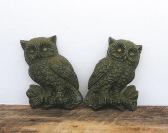 Vintage Green Owls Hard Foam Set of Two Wall Decor