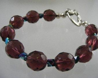 Vivid Purple Faceted Glass Bead Bracelet..... Lot 4483
