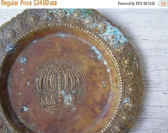 Patina Bronze Brass Engraved Footed Plate, Israel Mediterranean Palm Tree Decorative Metal Plate, Oriental Collectible Oxidized Brass plate