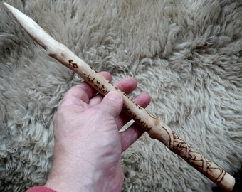 Holly Rune Wand For Courage (1)