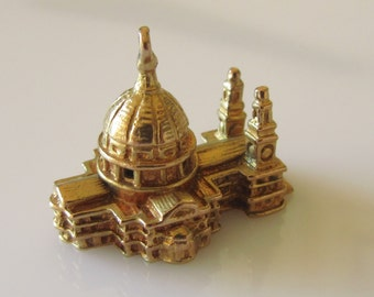 Large 9ct Gold St Pauls Cathedral London Charm Dated 1958.