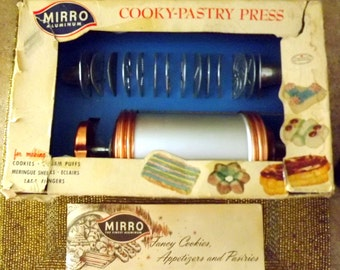 Mirro, Aluminum, Cooky, Pastry Press, Complete, with recipies and instruction booklet, 12 plates, 3 tips, Spritz cookies, 1950s