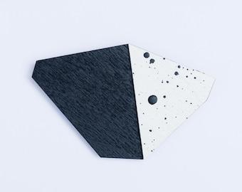 nice minerals brooch freckles black + white