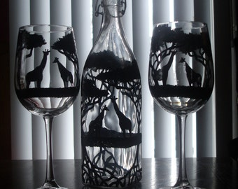 giraffe carafe with 2 wine glasses
