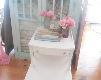 Shabby  chic table  white  cottage chic 2 drawers