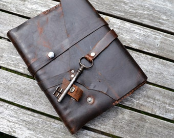 Distressed leather notebook removable w/ vintage skeleton key wrap closure - Hand stitched