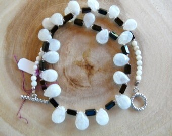 SALE  17 Inch Black Onyx and Quartz Crystal Teardrop Choker with Earrings