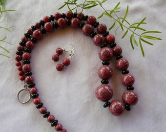 23 Inch Graduated Red and Black Stone Necklace with Earrings