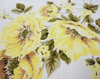 "Vintage Tablecloth - Yellow Roses on White Cotton Tablecloth - 48"" x 52"" Square"