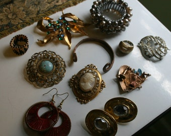Vintage Costume Jewelry Lot of Thirteen Pieces Florenza Expansion Brooches Earrings Rings Mid Century
