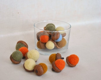 21 wool acorns ornament rustic fall natural colors, needle felted acorn, Thanksgiving decor, Christmas decoration hostess gift wedding favor