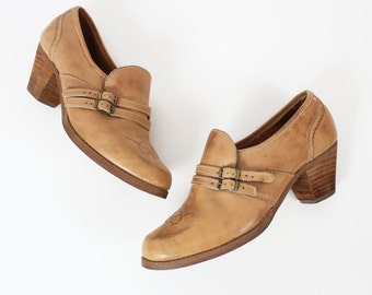 vintage 70s shoes / 1970s western ankle booties / stacked heel shoes / buckle shoes / brown tan leather heels / cuban heel booties